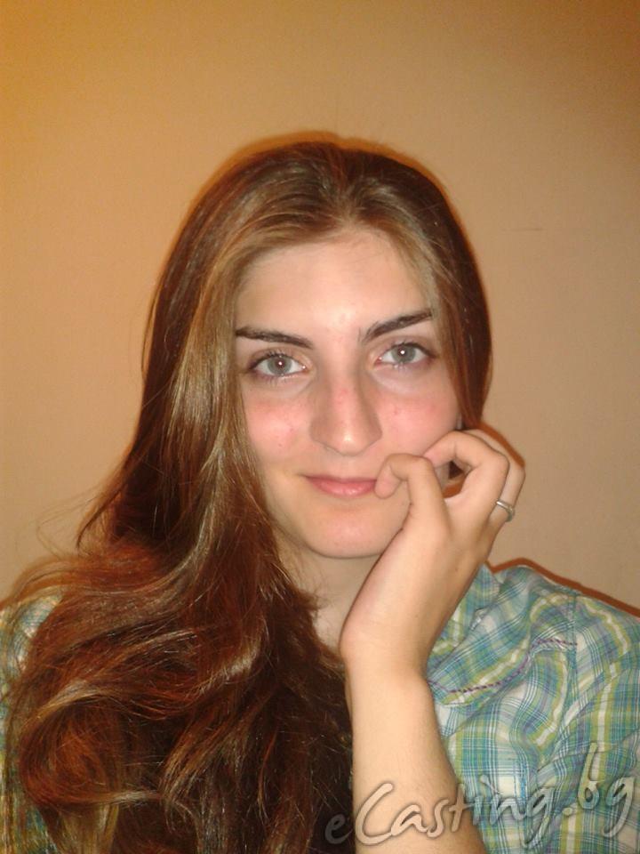 Мериан Николова