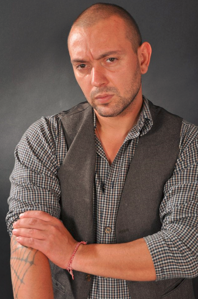 Никола Любенов